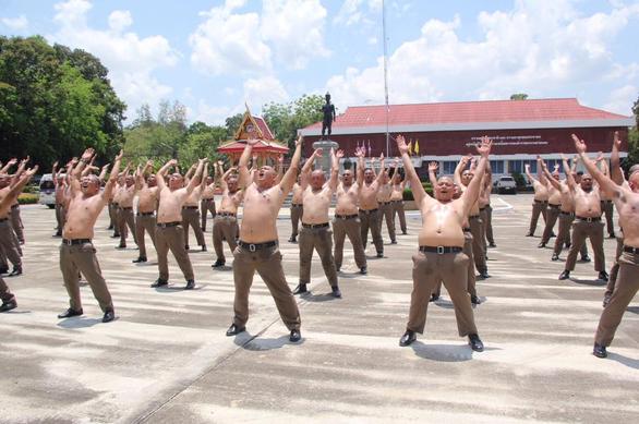 thai-lan-lap-trai-huy-diet-mo-bung-toan-bo-canh-sat-beo-phi-03